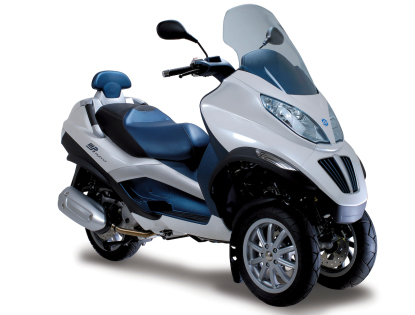 Motor Scooters on Piaggio Plug In Hybrid Scooter