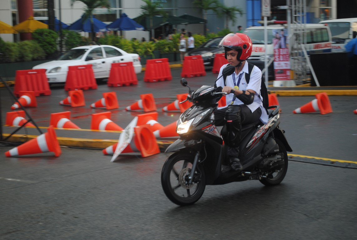 honda goes to sm fairview with launch of new honda scooter